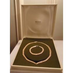 Lovely 9 ct Yellow, White and Rose Gold   Matching Necklace & Bracelet set in original box